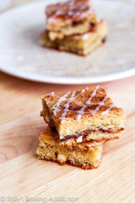 Soft & chewy Snickerdoodle Blondies - stuffed with a cinnamon sugar swirl and white chocolate chips. Recipe by sallysbakingaddiction.com