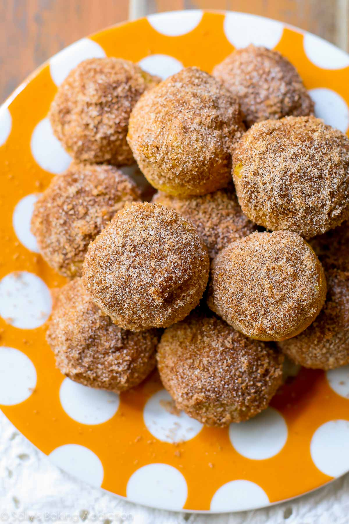 Perfectly little pumpkin muffins coated with cinnamon sugar. They taste like your favorite pumpkin muffins from the bakery! sallysbakingaddiction.com
