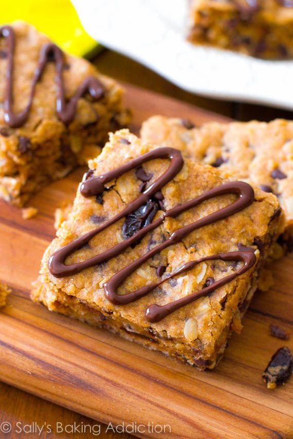 Easy (and healthy!) Peanut Butter Chunk Oatmeal Bars made from a few ...
