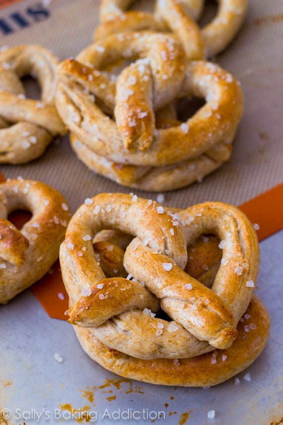 30 Minute Homemade Soft Pretzels - soft, chewy, and EASY! Recipe by sallysbakingaddiction.com