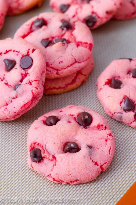 Strawberry Chocolate Chip Cookies by sallysbakingaddiction.com Easy ...