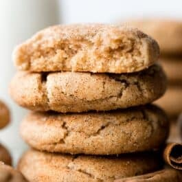 The thickest soft snickerdoodles you'll bake! No cookie dough chilling for this easy snickerdoodle cookie recipe on sallysbakingaddiction.com