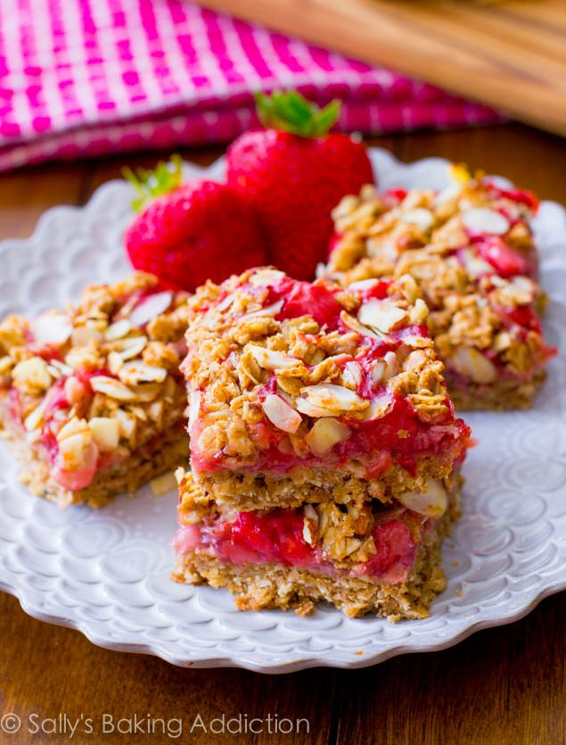 Healthy Strawberry Oat Squares are so easy to make!  Only 1 Tablespoon of refined sugar, gluten-free, no butter, no oil, and made with 100% good for you ingredients.