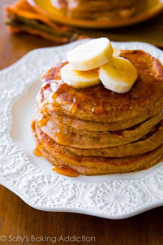 Simple Whole Wheat Banana Pancakes made with Greek yogurt, banana ...
