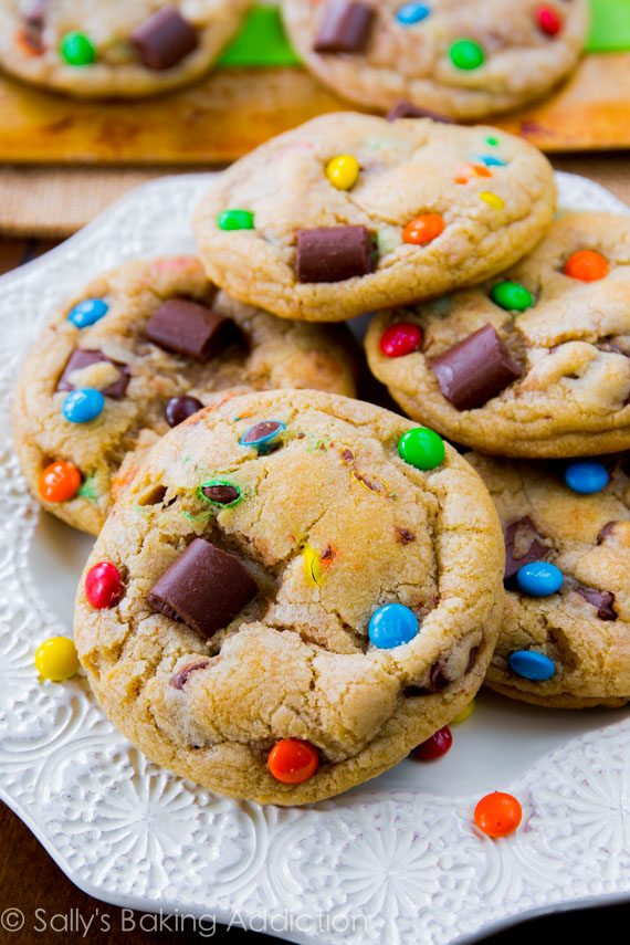 These are the BEST cookies! Chewy Chocolate Chunk Cookies with M&Ms by sallysbakingaddiction.com