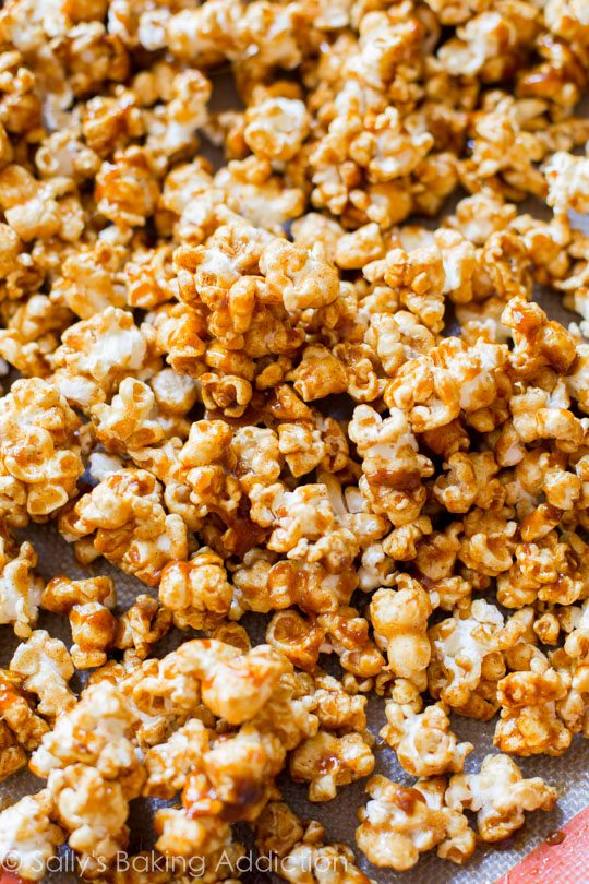 Click through for a SIMPLE homemade caramel corn recipe on sallysbakingaddiction.com