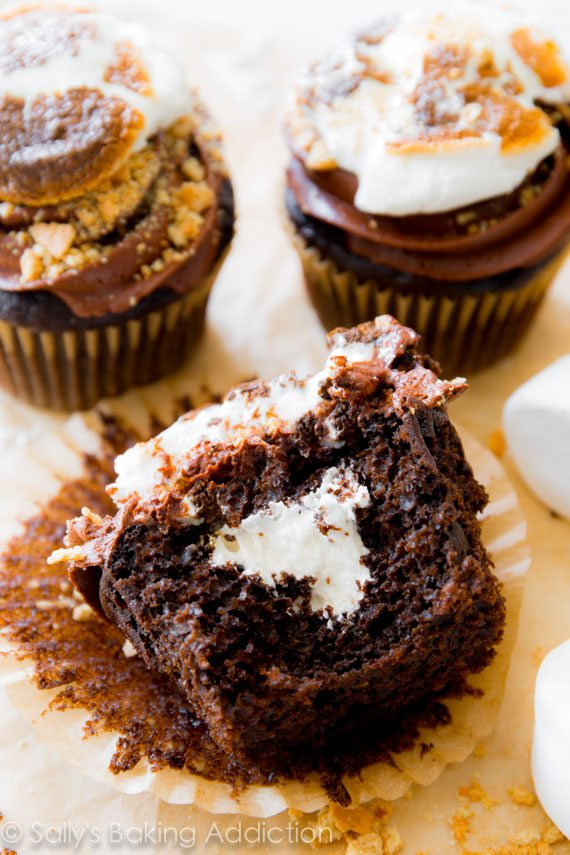 Marshmallow-Filled S'mores Cupcakes. - Sallys Baking Addiction
