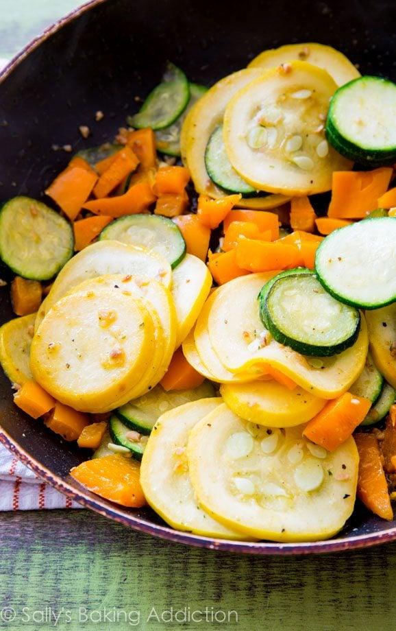 Healthy Crustless Veggie Quiche @sallybakeblog