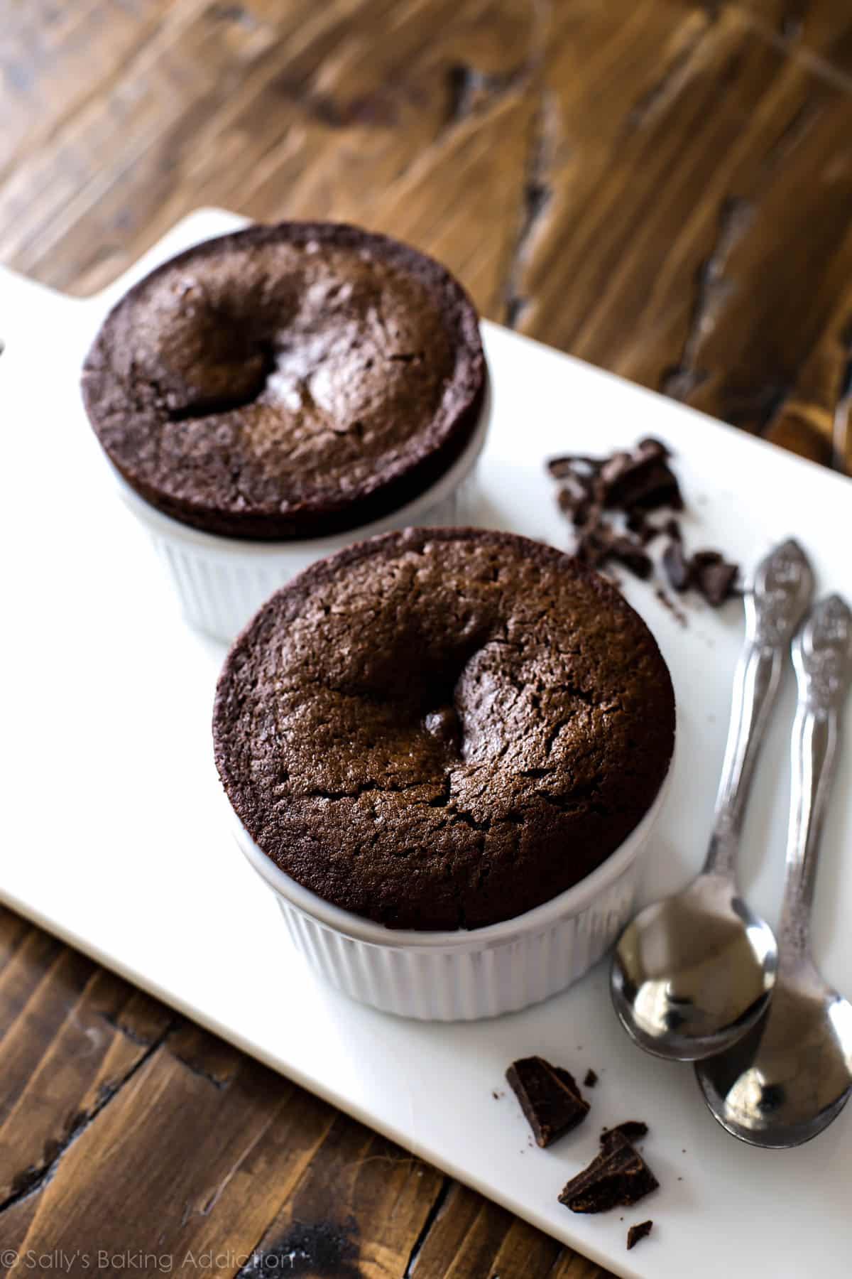 Chocolate fudge cakes for 2!! Easy chocolate lava cakes serving only 2 on sallysbakingaddiction.com