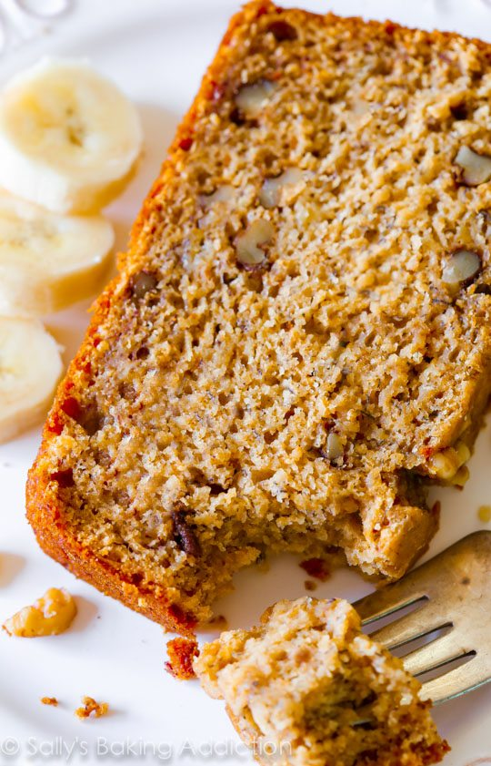 Whole Wheat Banana Bread Recipe on sallysbakingaddiction.com No oil, no butter, whole wheat, and actually tasting GREAT.