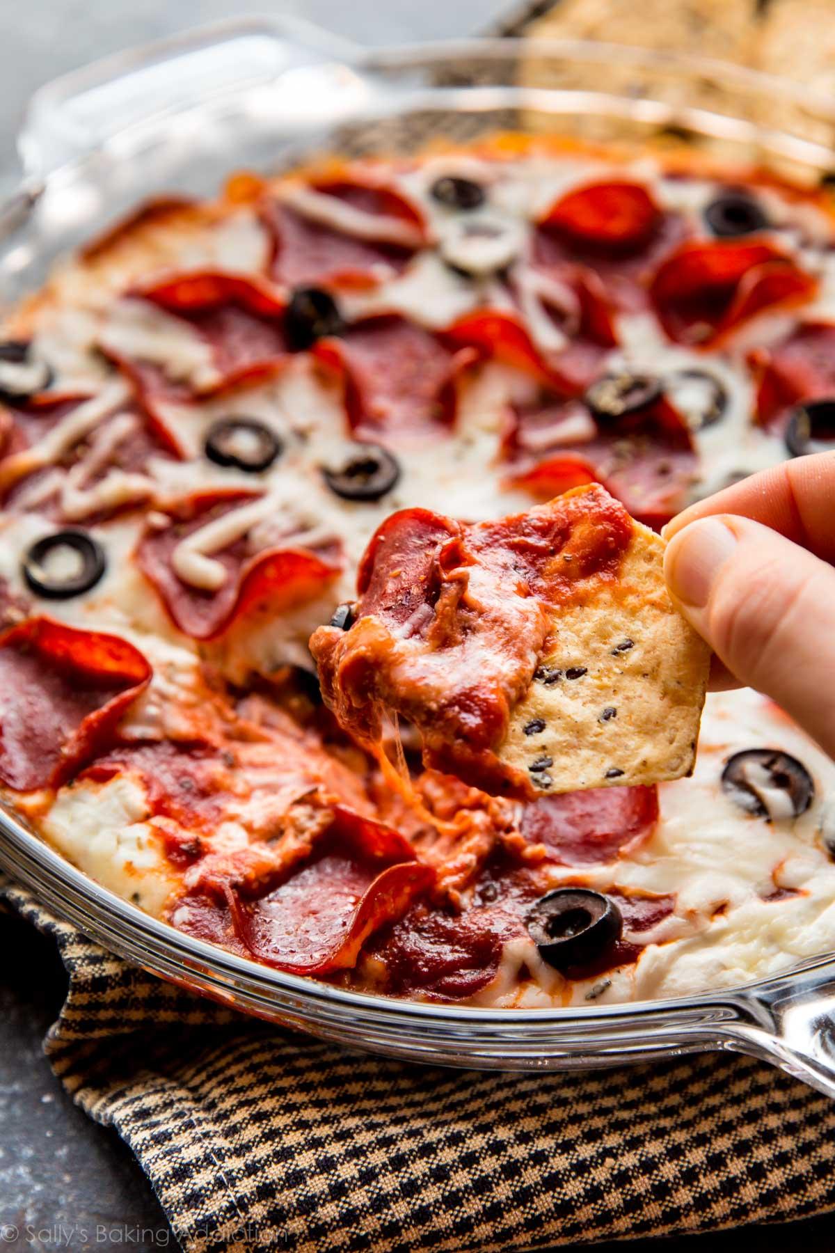 Quick & easy Lightened-Up Pepperoni Pizza Dip using Greek yogurt-- this is my favorite pizza dip recipe! sallysbakingaddiction.com
