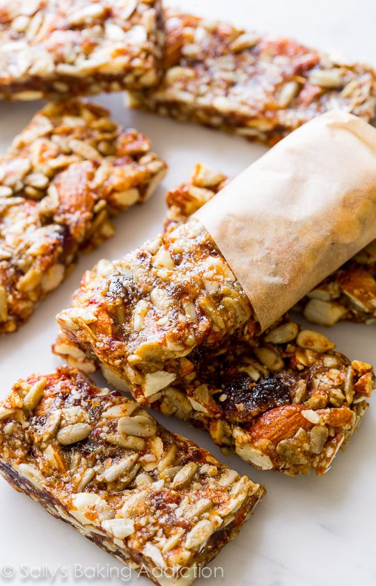Healthy, simple, wholesome Vanilla Almond Snack Bars (GF) on sallysbakingaddiction.com
