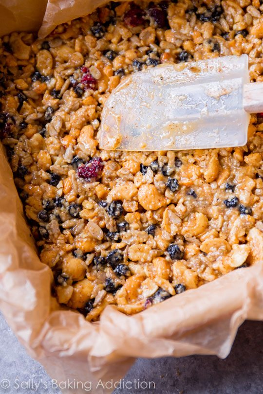 Chewy, wholesome, and satisfying copycat KIND bars in a delicious berry vanilla cashew flavor! Gluten free healthy recipe found on sallysbakingaddiction.com