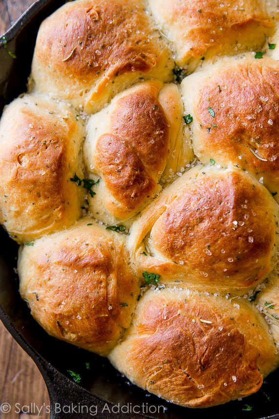 Sea salt & herb skillet rolls are the fluffiest, softest, most flavorful homemade rolls to have with dinner tonight! Recipe on sallysbakingaddiction.com