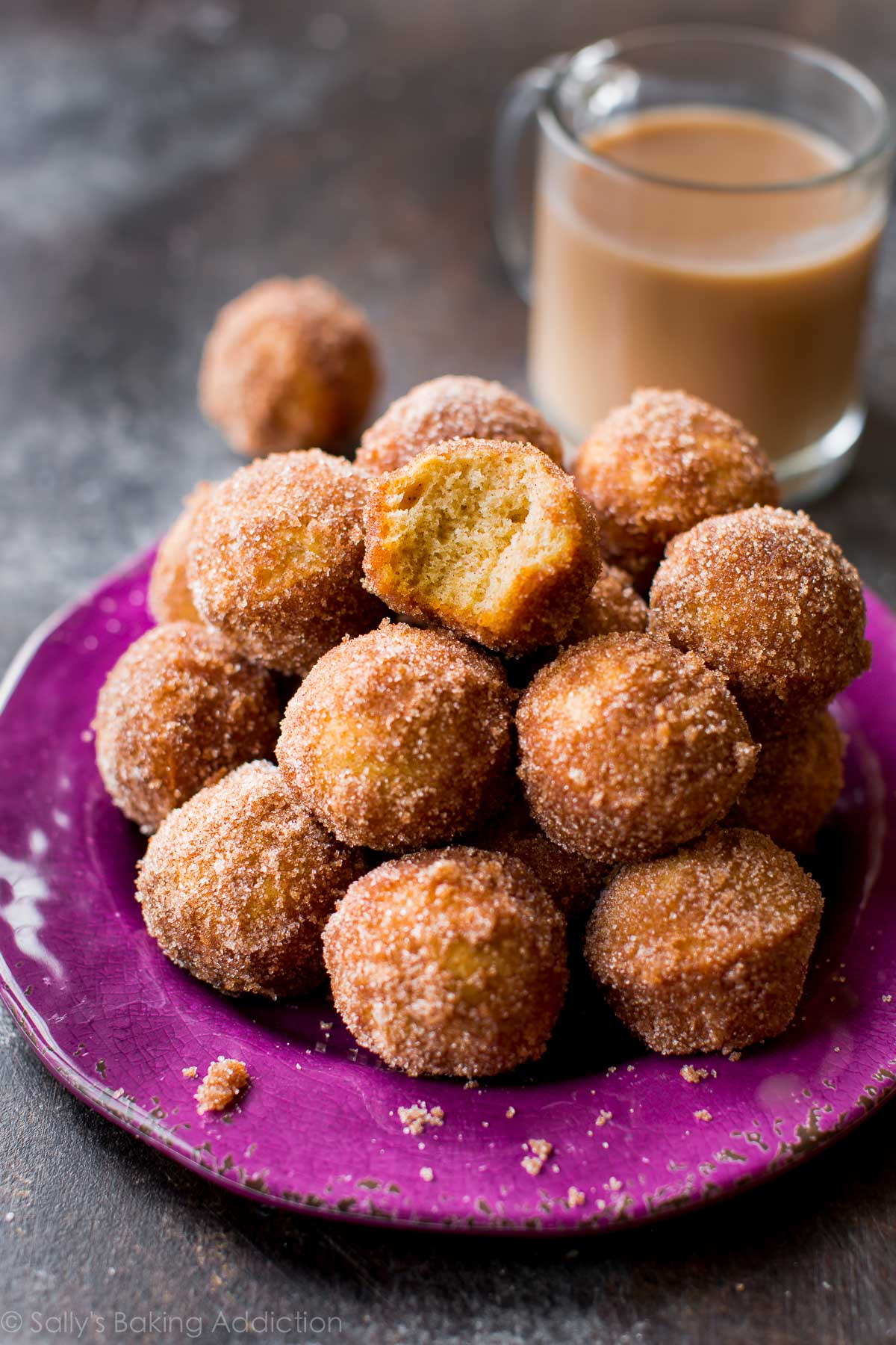 These easy chai spice donut holes are ready in about 30 minutes! Recipe on sallysbakingaddiction.com