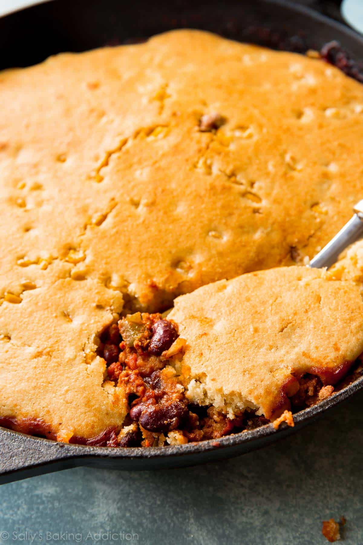 Cornbread Topped Skillet Chili Sallys Baking Addiction