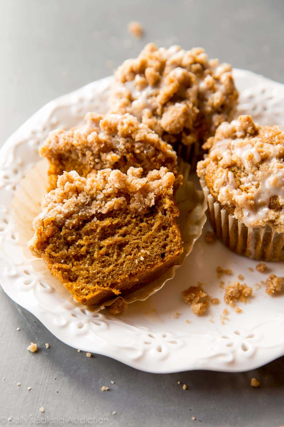 Pumpkin Crumb Cake Muffins - Sallys Baking Addiction