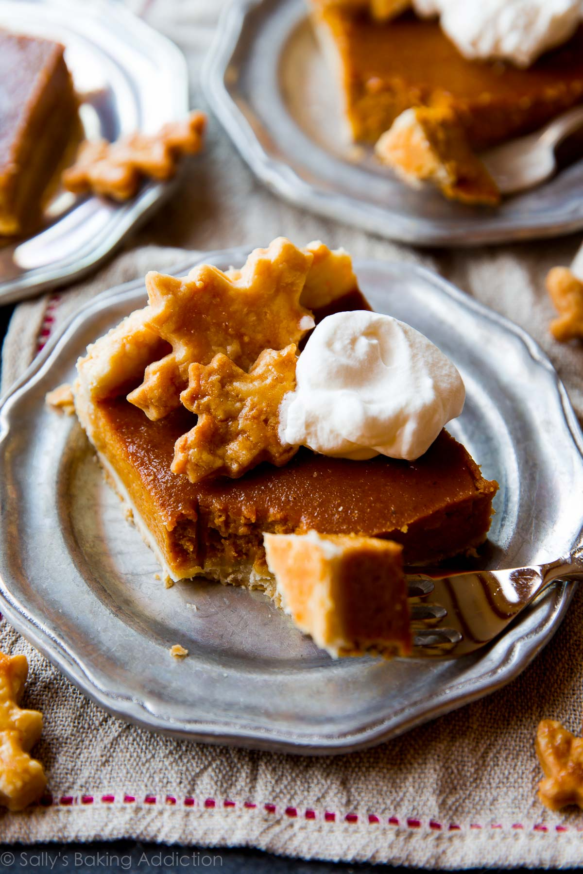 Perfectly creamy and spiced pumpkin slab pie to feed a crowd! Recipe on sallysbakingaddiction.com