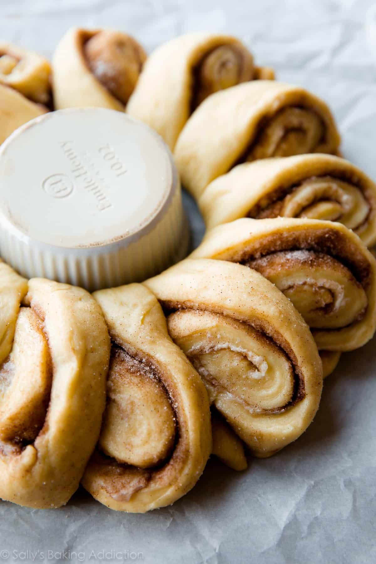 Easy Cinnamon Roll King Cake Recipe
