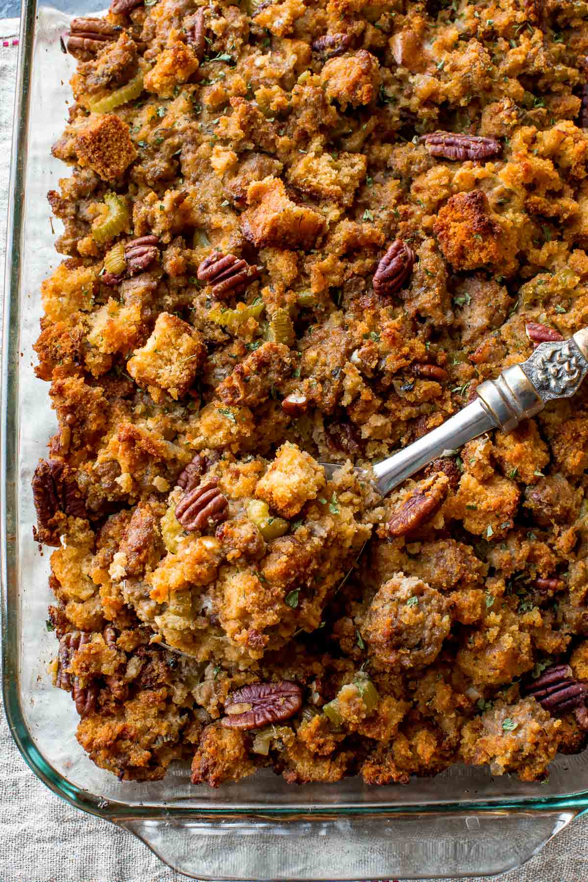 Here's how to prepare Thanksgiving side dish cornbread stuffing ahead of time! The most flavorful blend of ingredients and herbs. Recipe on sallysbakingaddiction.com