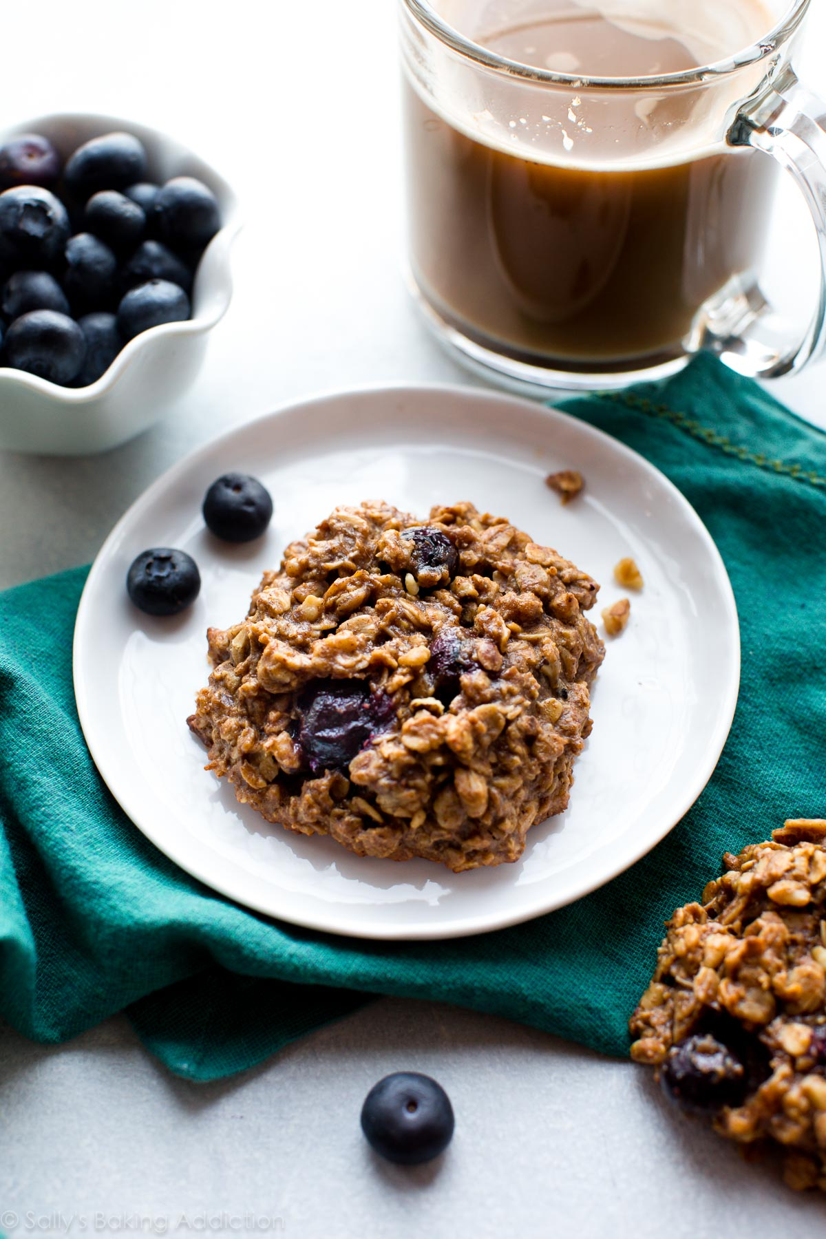 BLUEBERRY breakfast cookies packed with 9 happy and wholesome ingredients to power you through the day. 1 BOWL cookie recipe on sallysbakingaddiction.com