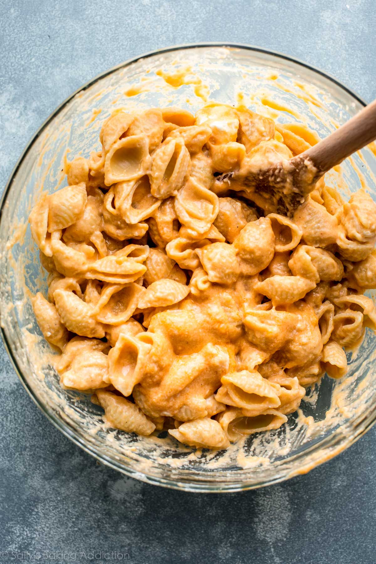 Easy baked macaroni and cheese with the creamiest, most flavorful cheesy sauce! Recipe on sallysbakingaddiction.com