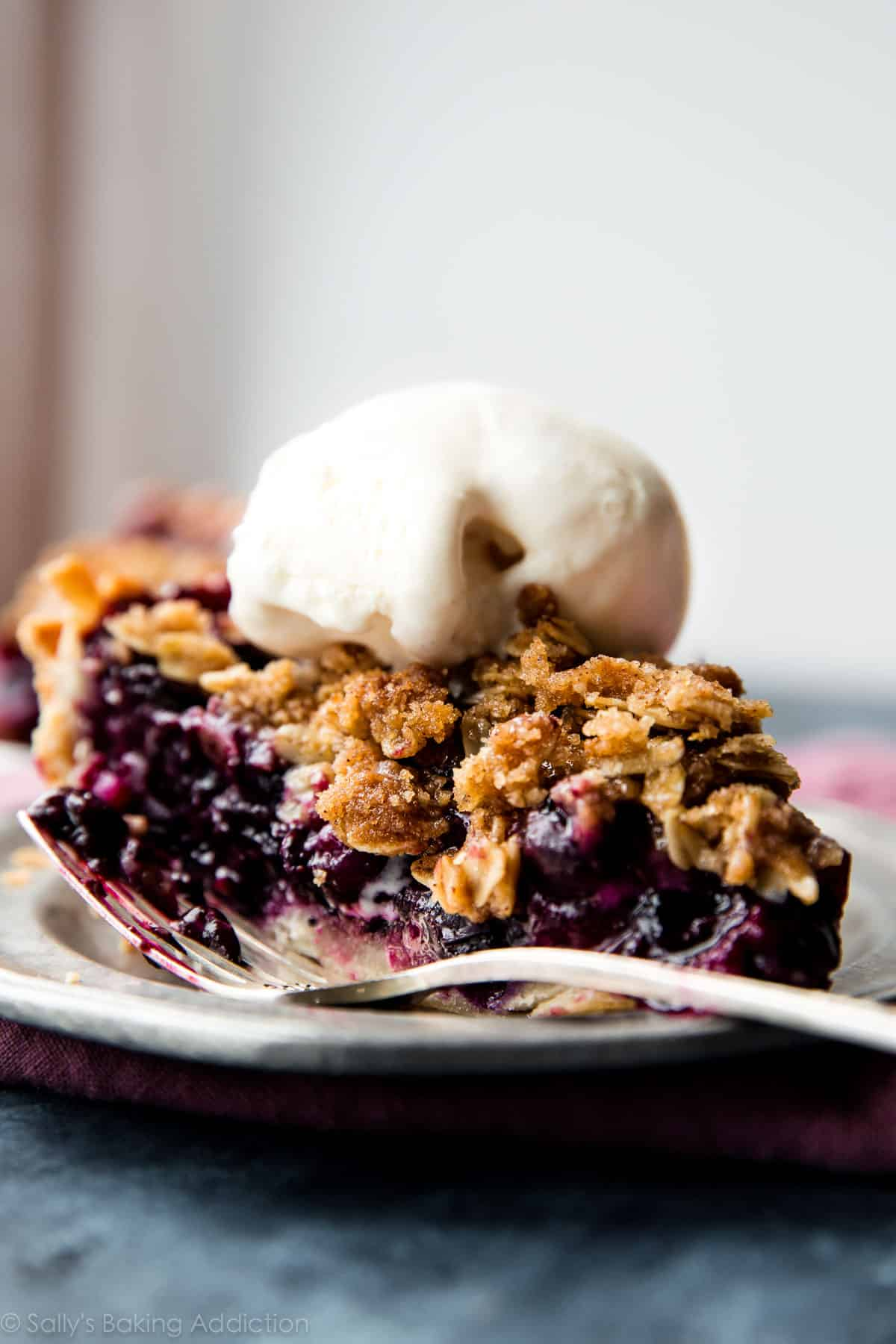 Use up summer's fresh blueberries in this buttery, juicy, and completely delicious blueberry crumble pie. Topped with brown sugar buttery cinnamon oat crumble! Recipe on sallysbakingaddiction.com