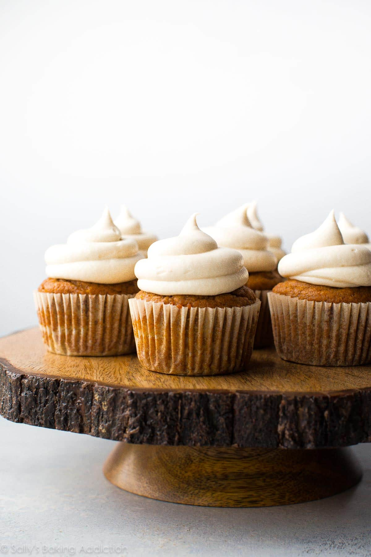 Super moist and easy pumpkin spice cupcakes with delicious cream cheese frosting on top! Easy recipe on sallysbakingaddiction.com