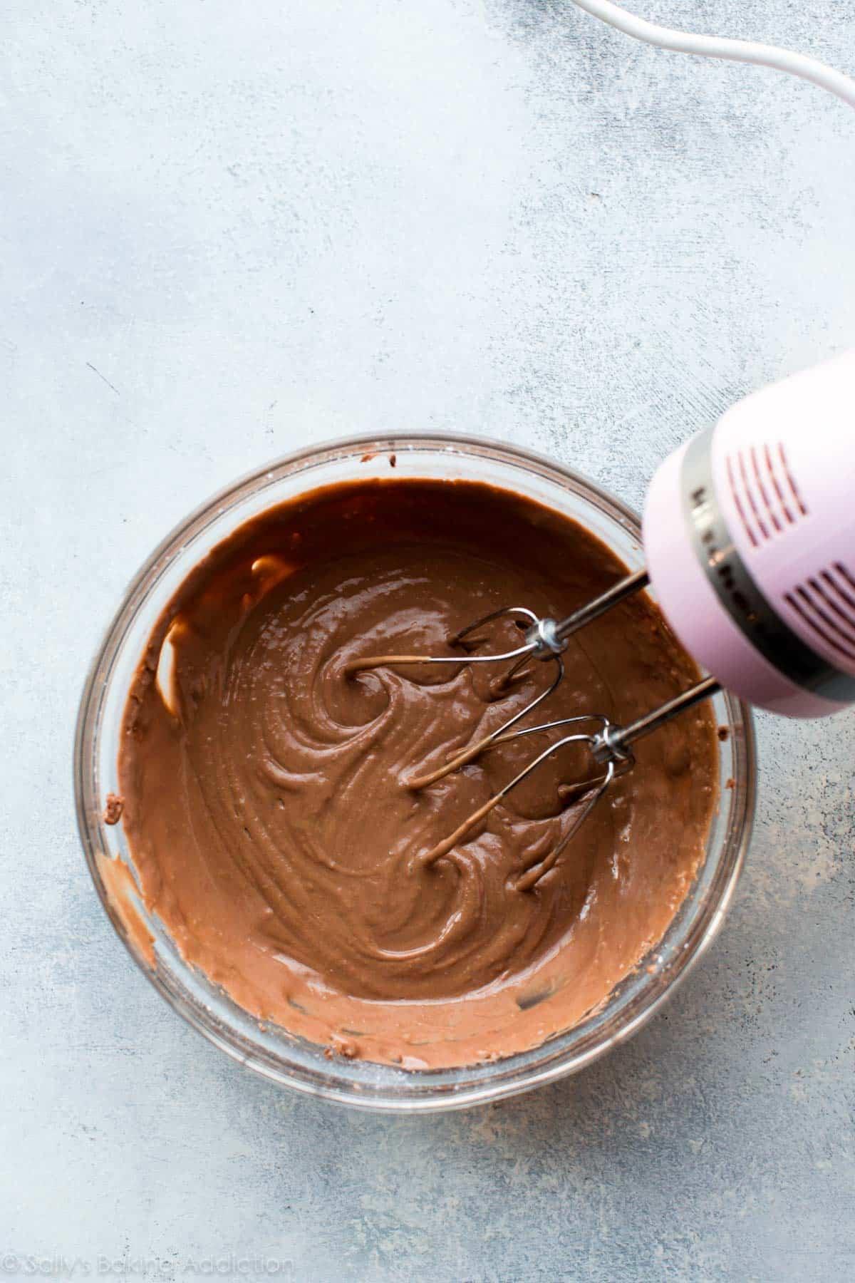 Nutella glaze on sallysbakingaddiction.com